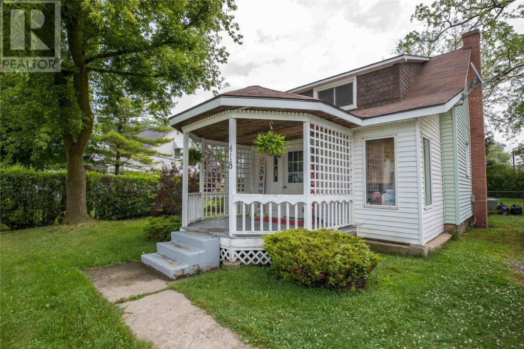 Real Estate - Petrolia -